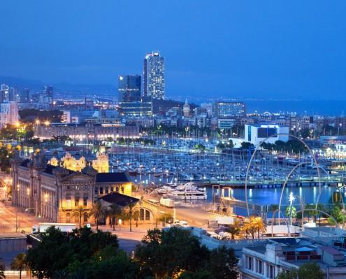 Barcelona ciudad, disfruta navegado por sus alrededores