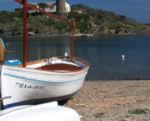 Desde Barcelona, navegando con nuestros yates, descubre lugares pintorescos de la Costa Brava a Cadaqués