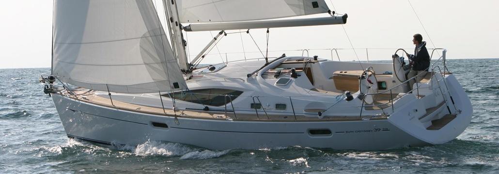 El exterior de nuestro fantástico velero Jeanneau Sun Odyssey 39 ds, Bombon Tercero